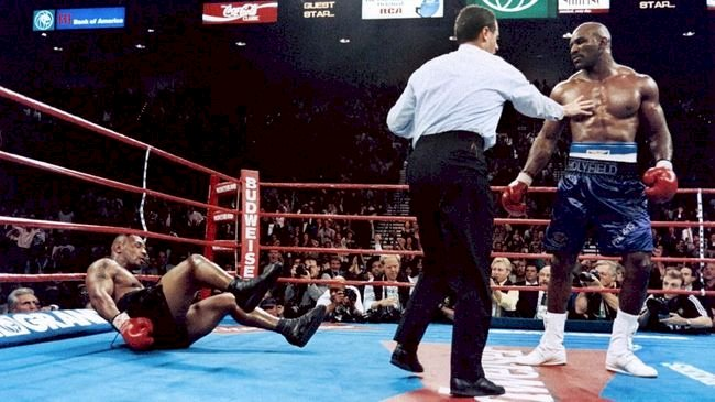Holyfield Tantang Mike Tyson