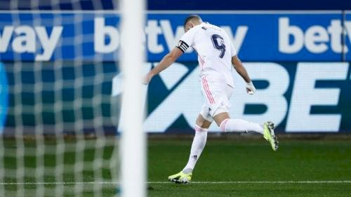Real Madrid Libas Alaves 4-1,  Benzema Tampil Trengginas